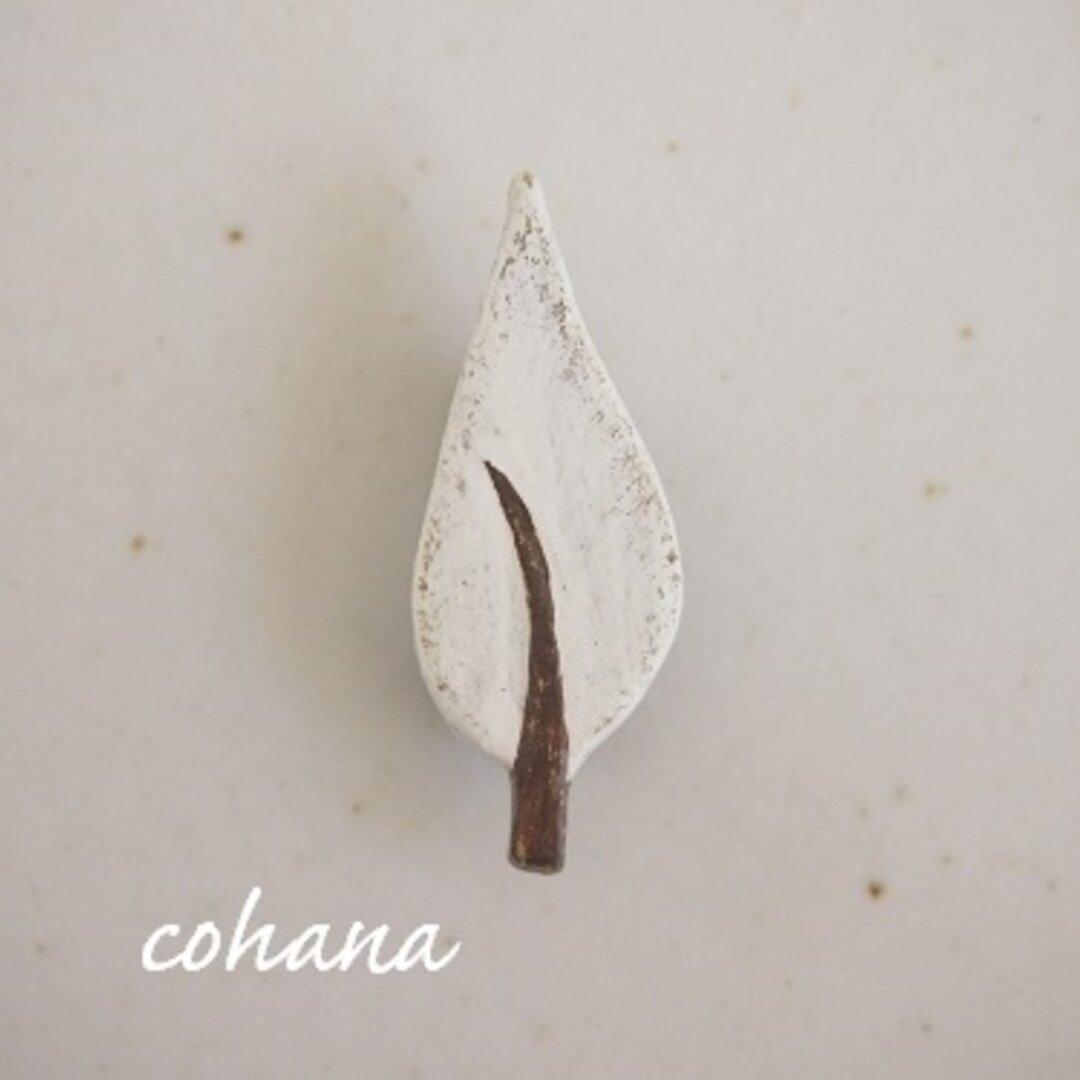 シンプルな木のブローチ(ホワイト)