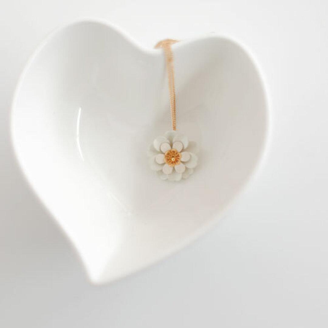 白い花のネックレス 一点もの