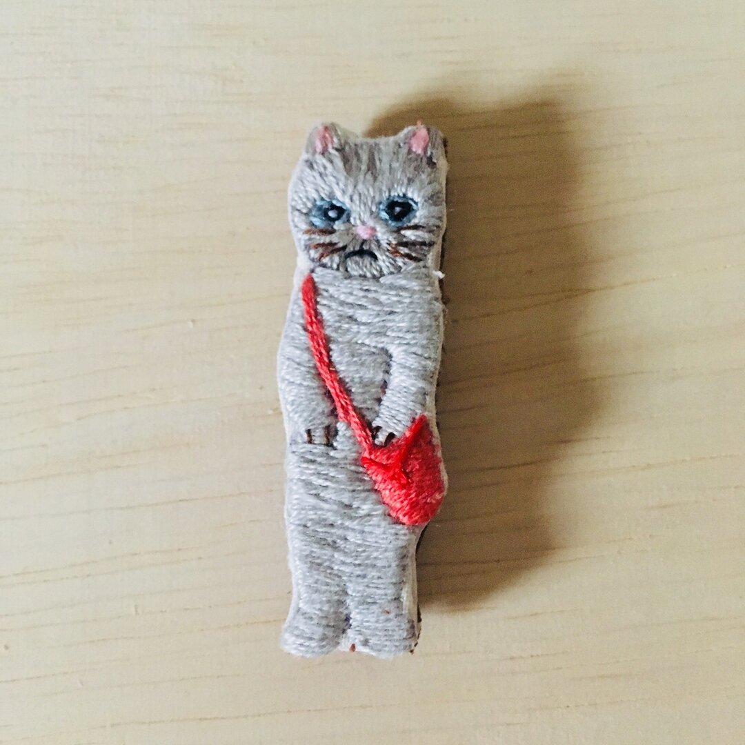 刺繍ブローチ   おすまし猫