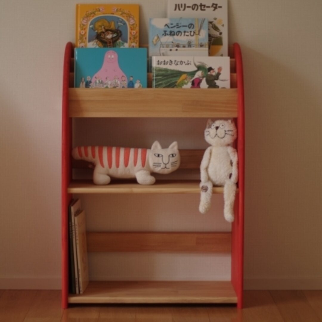 木製の丸いデザインの絵本棚 60幅90高 下段広め 受注生産