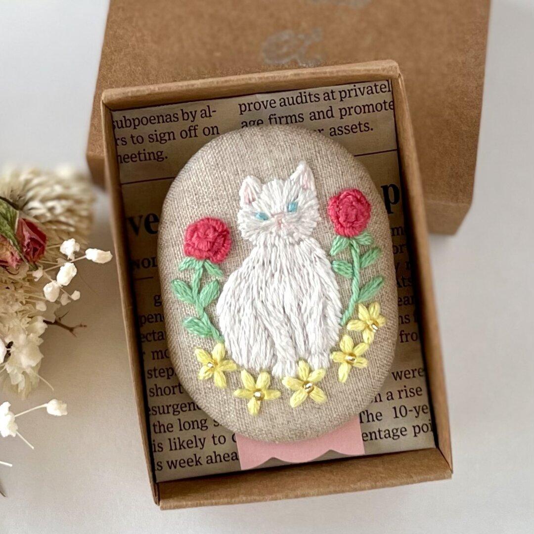 Cat&Garden 刺繍ブローチ 白猫