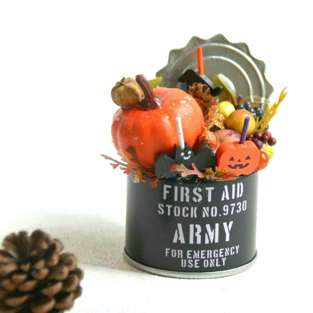 秋のハロウィンアレンジメント 缶から飛び出すポップなハロウィンアレンジメント♪ミニチュアサイズ・シャンクボタニカルハロウィン・カボチャと木の実のハロウィンミニアレンジ