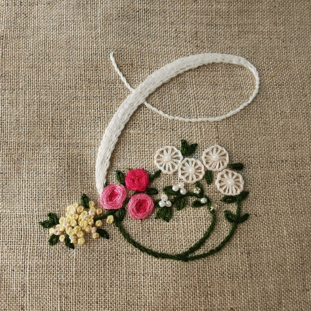 お花とアルファベットの刺繍キット T 又は C