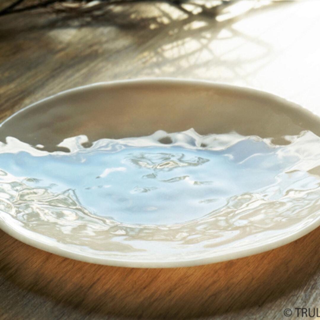 白色ガラスの丸皿 - 「 KAZEの肌 」● 23cm・平底・光沢
