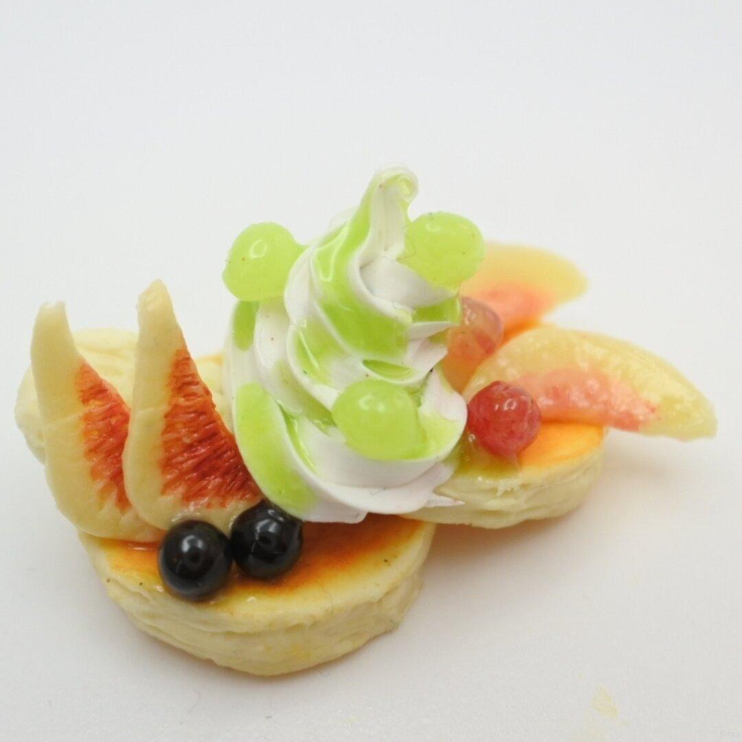 ミニチュア  シャインマスカットのパンケーキ                                     ミニチュアフード  食品サンプル