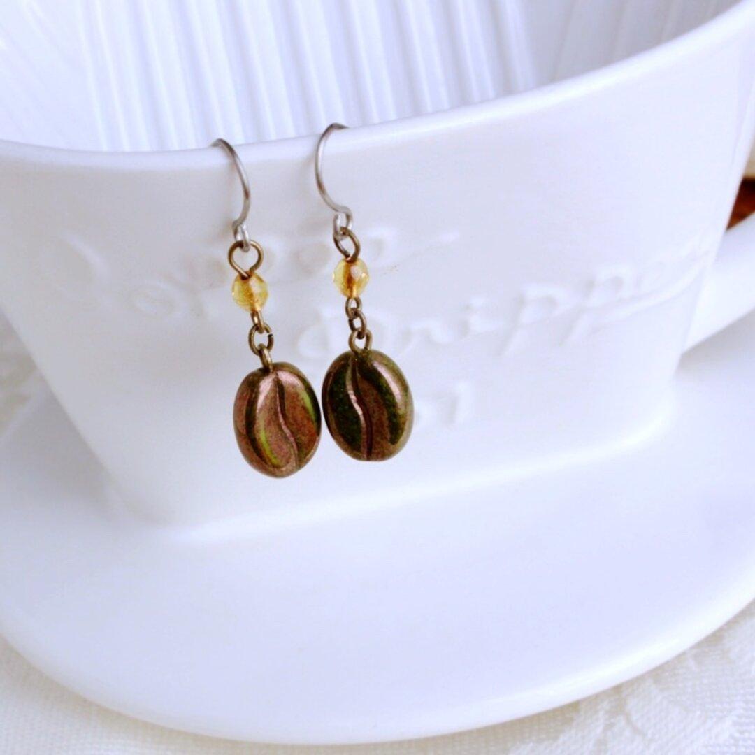 コーヒー豆チェコガラスのピアス(チタンフック)