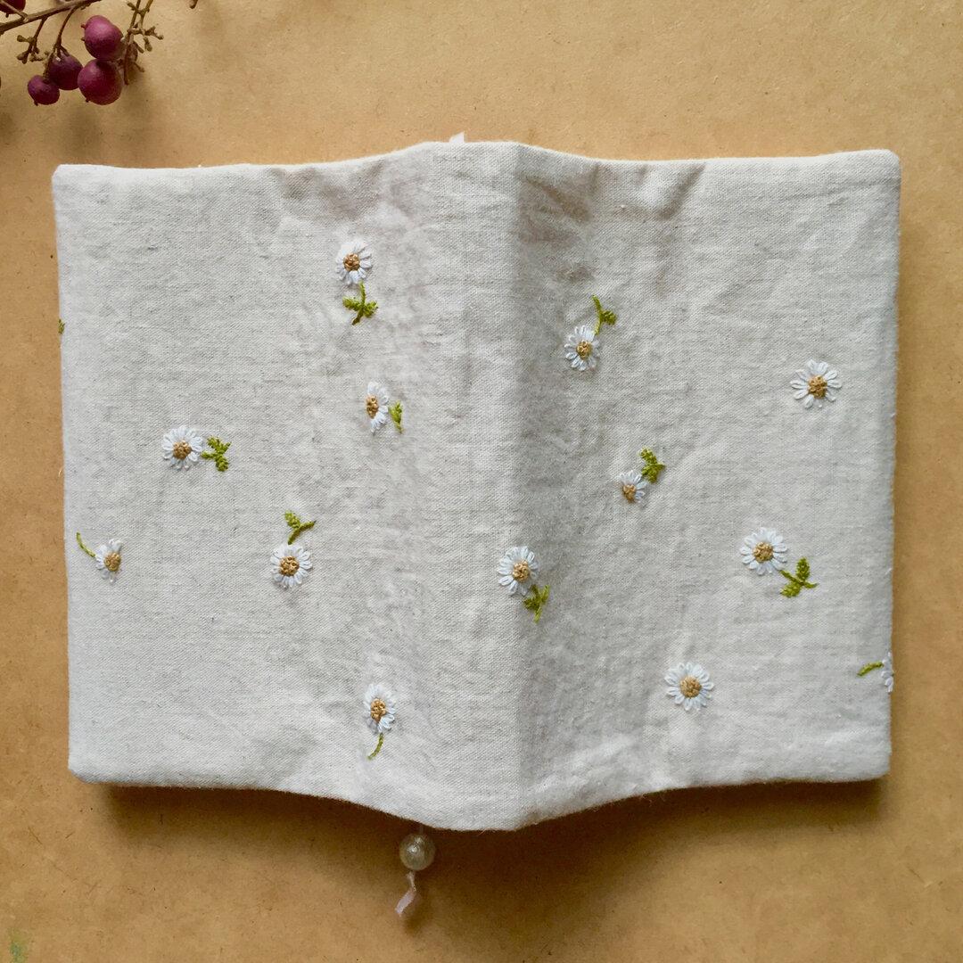 [再販・受注製作]白いお花の刺繍ブックカバー