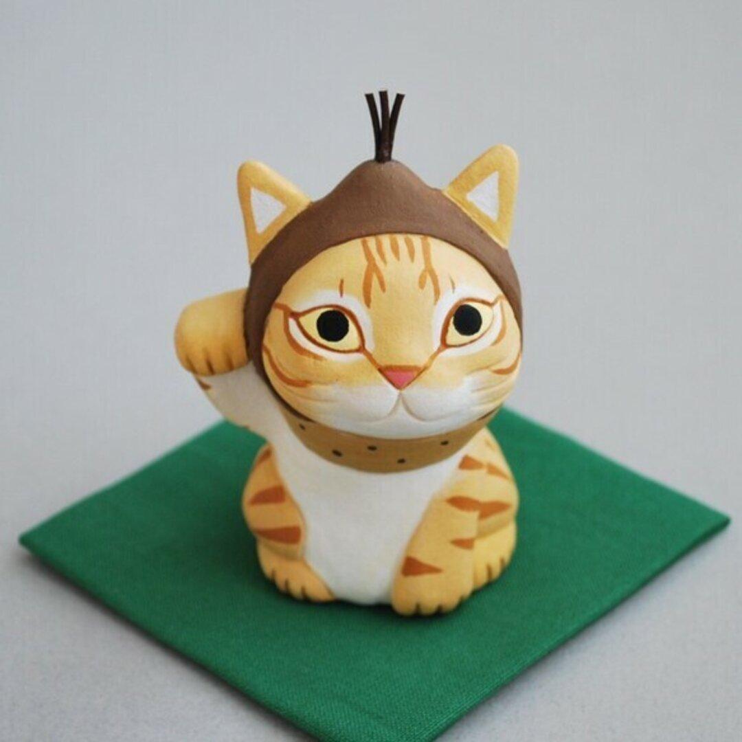 秋のインテリアに・栗を被った招き猫(茶トラ)