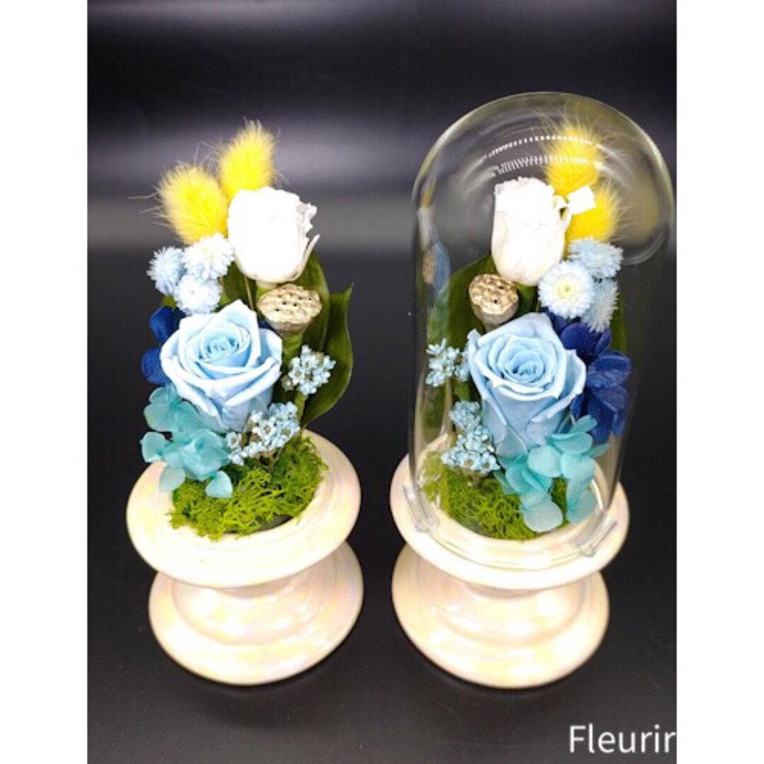 ブルー&イエローの仏花一対《スタイリッシュスリムクリアドーム》