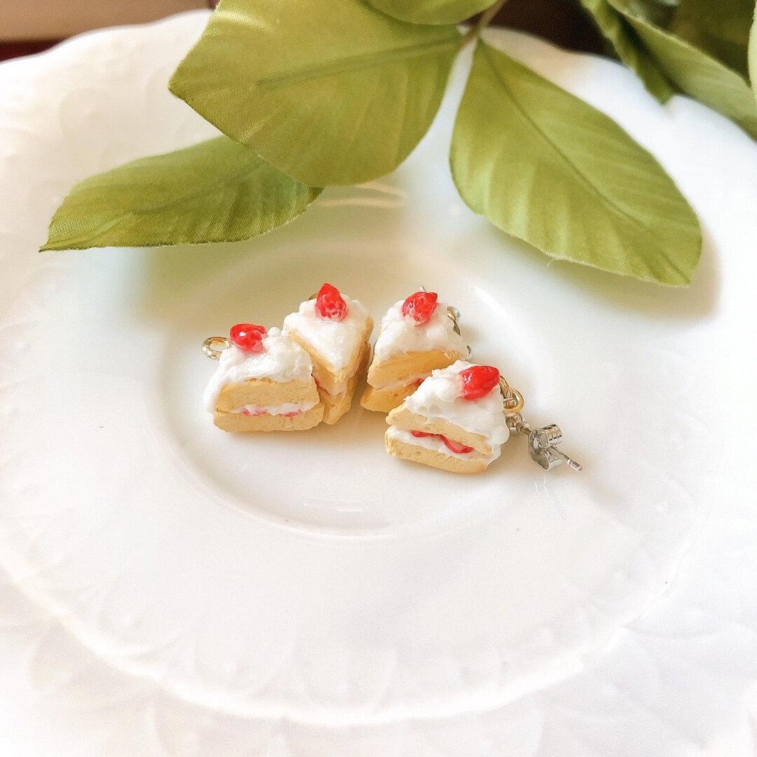 ミニチュアいちごのショートケーキ(シルバー)   ピアス/イヤリング
