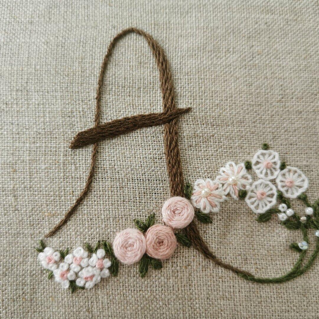 お花とアルファベットの刺繍キット A (ブラウン系)