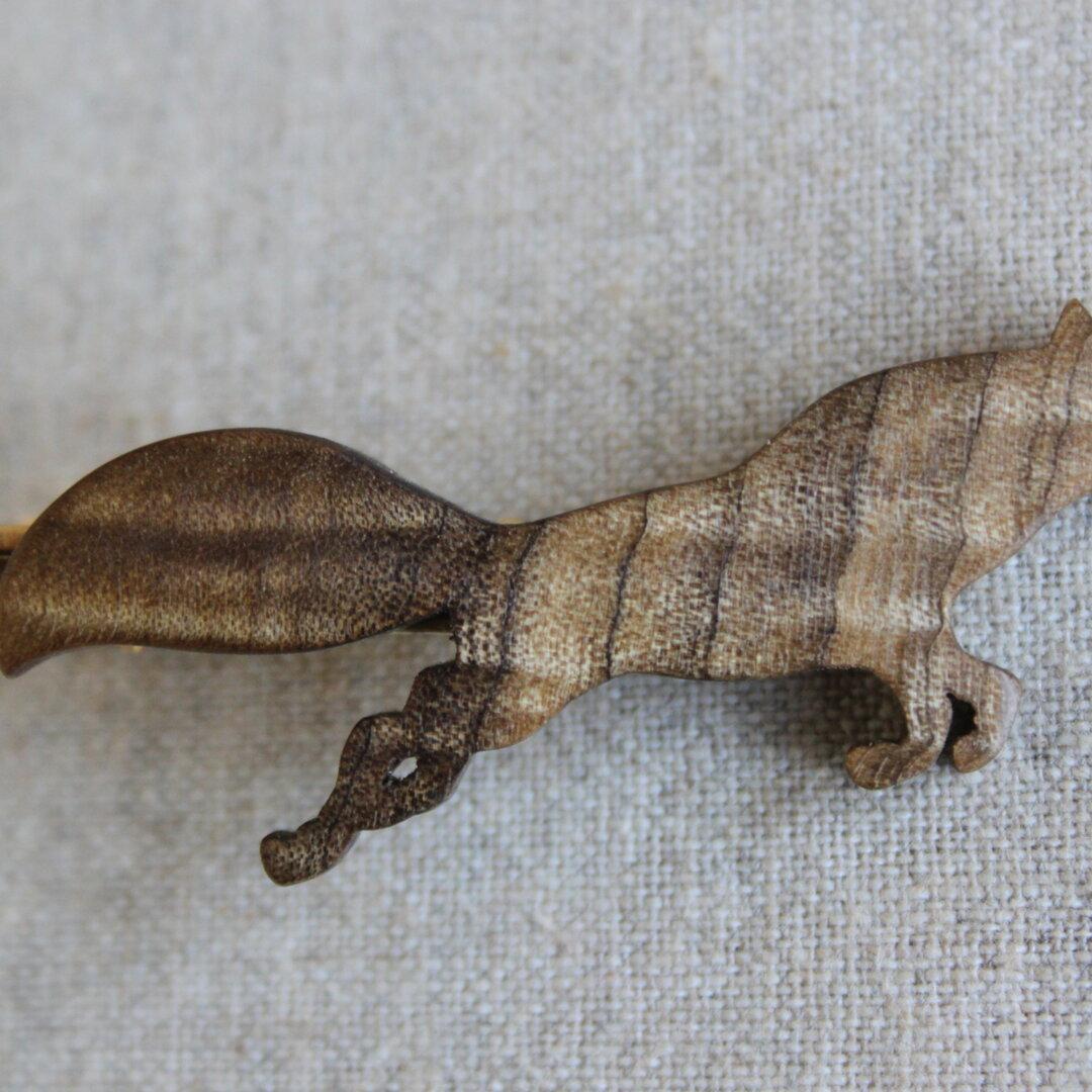 木製キツネネクタイピン