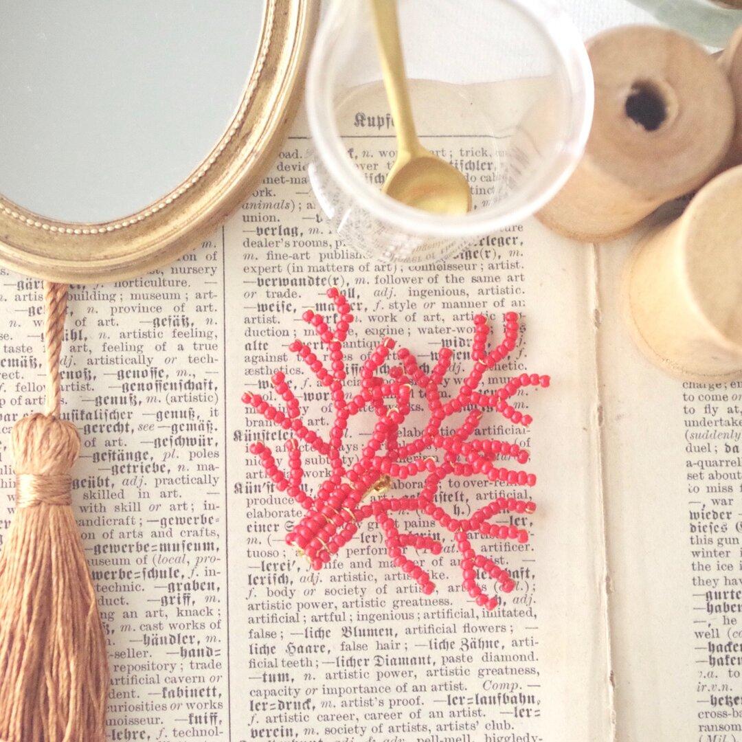 珊瑚のブローチ / 真紅 / マリンルックに合わせたい真っ赤なブローチ