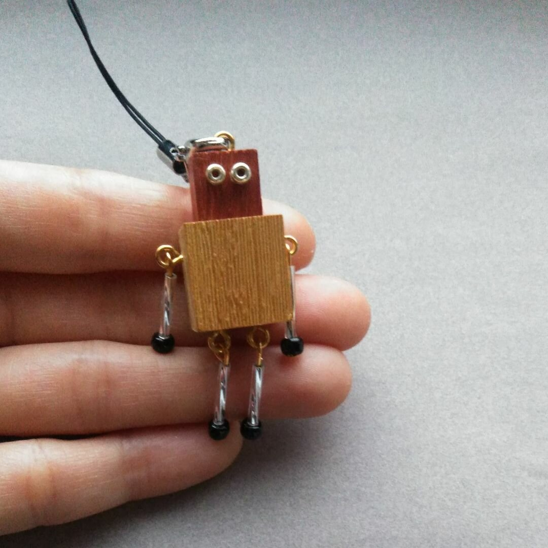 バイカラーロボットのストラップ☆木のハンドメイドアクセサリー