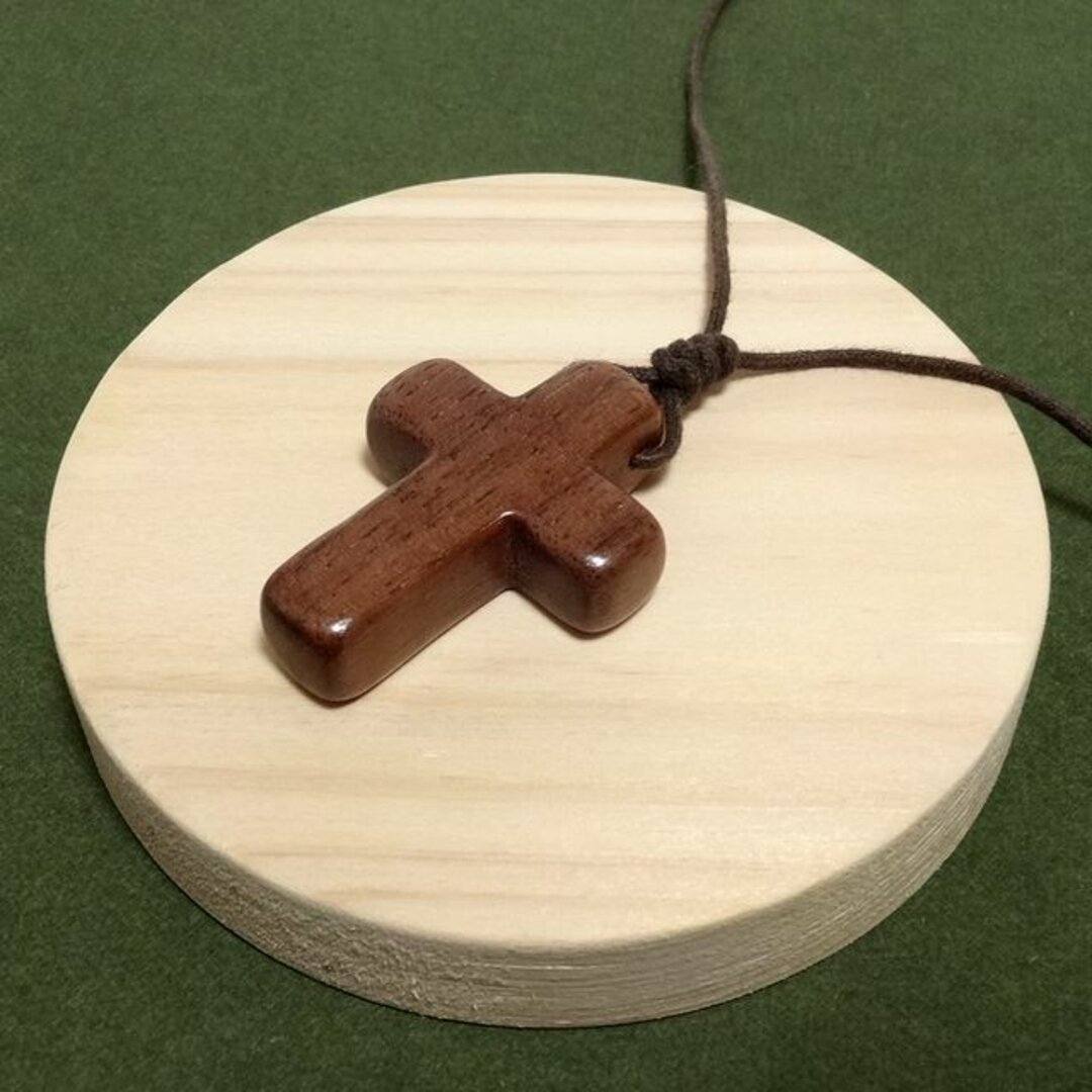 ウォールナットの十字架ネックレス