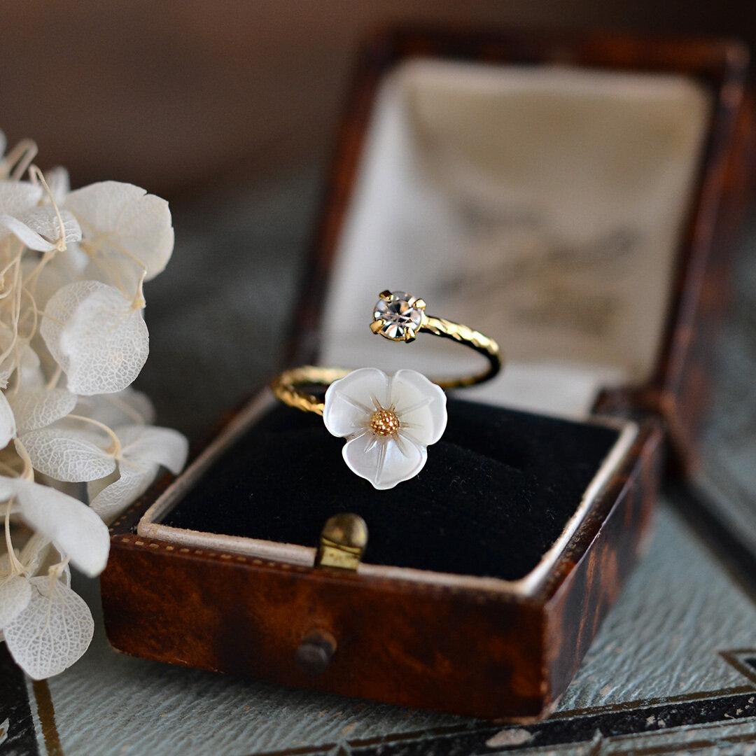 白蝶貝のお花リング