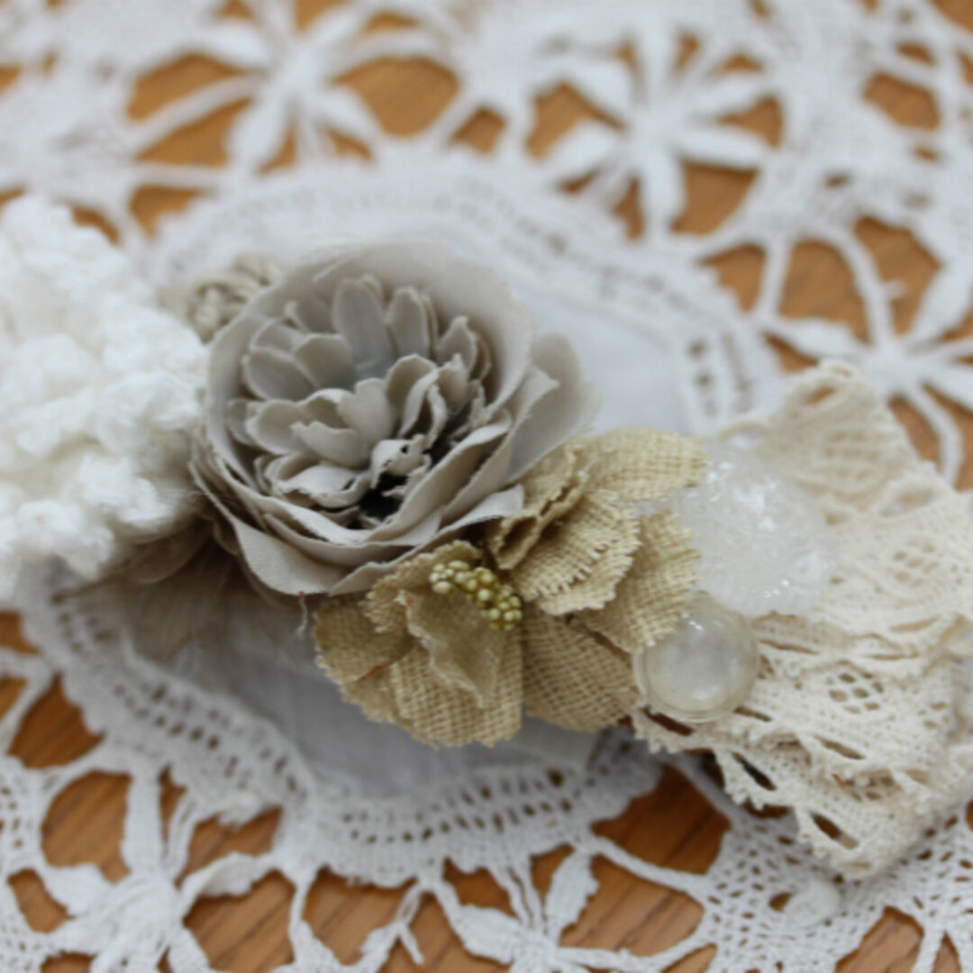 あみ花と布花のバレッタ・ホワイト