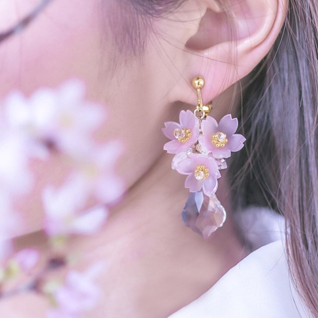 桜のビジュー耳飾り