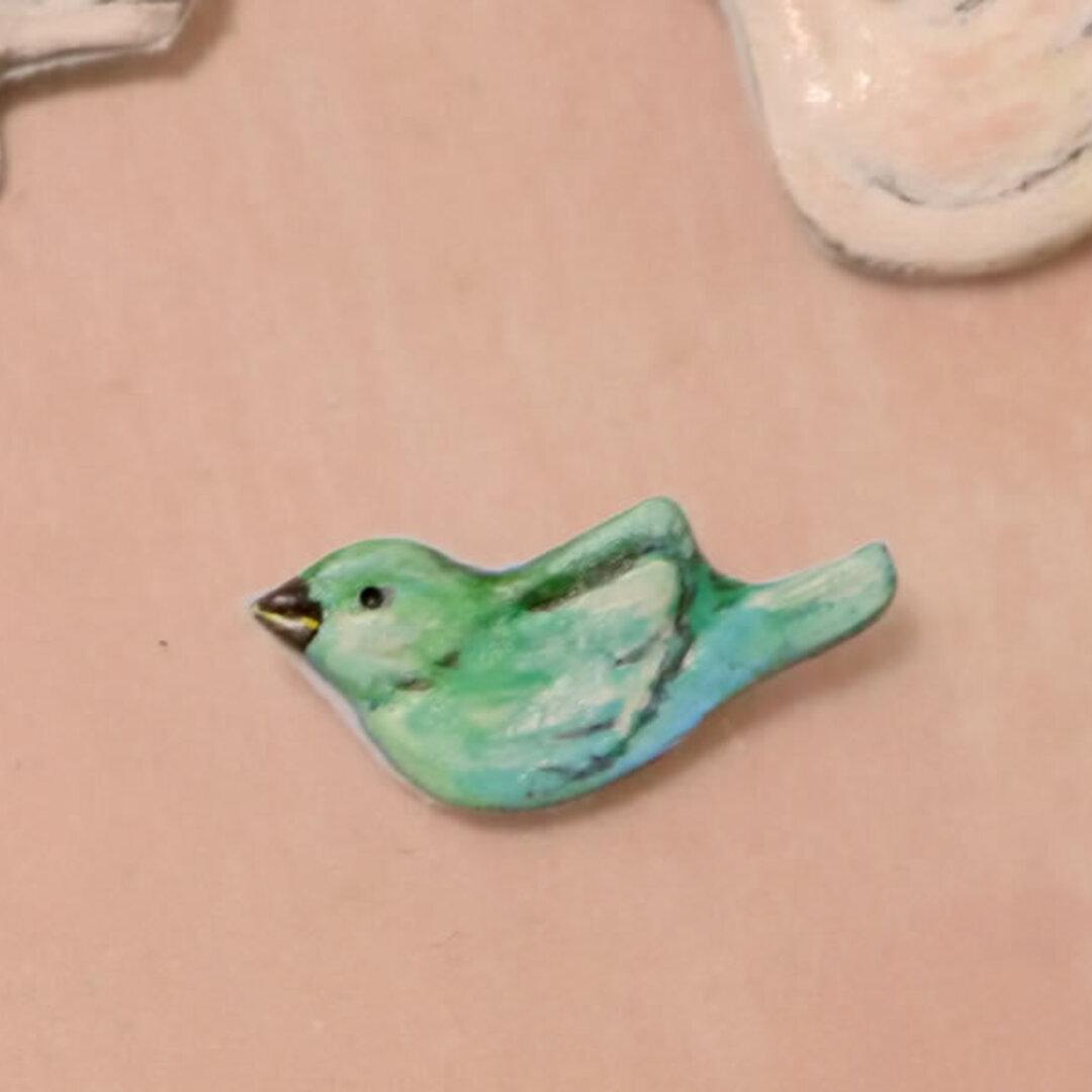 マリー・ローランサンの緑の鳥ブローチ