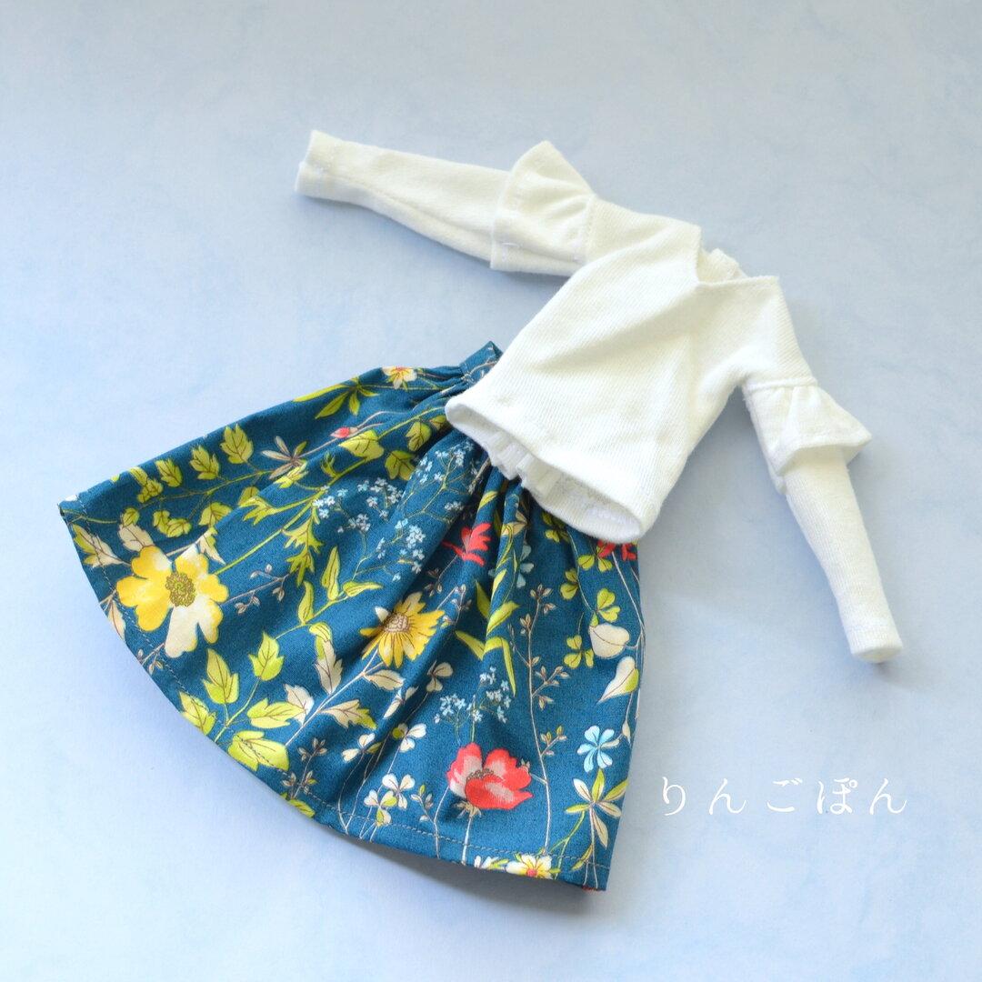 27cmドールサイズ カットソーと花柄スカート