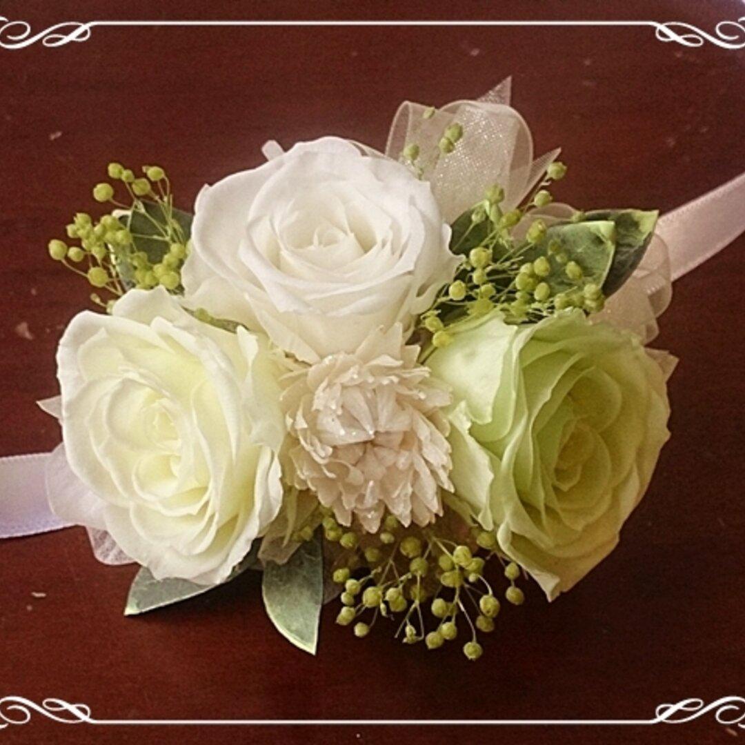 プリザーブドフラワーのリストレットM【リストブーケ】バラ・ユーカリ・紫陽花(アジサイ) 白・緑