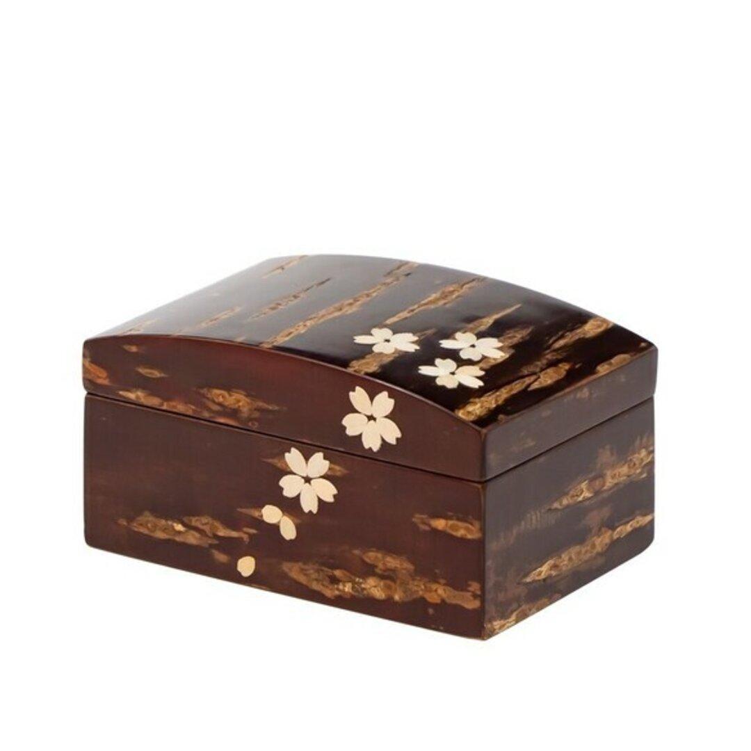 桜の皮を使った伝統工芸品「樺細工」の小箱 桜