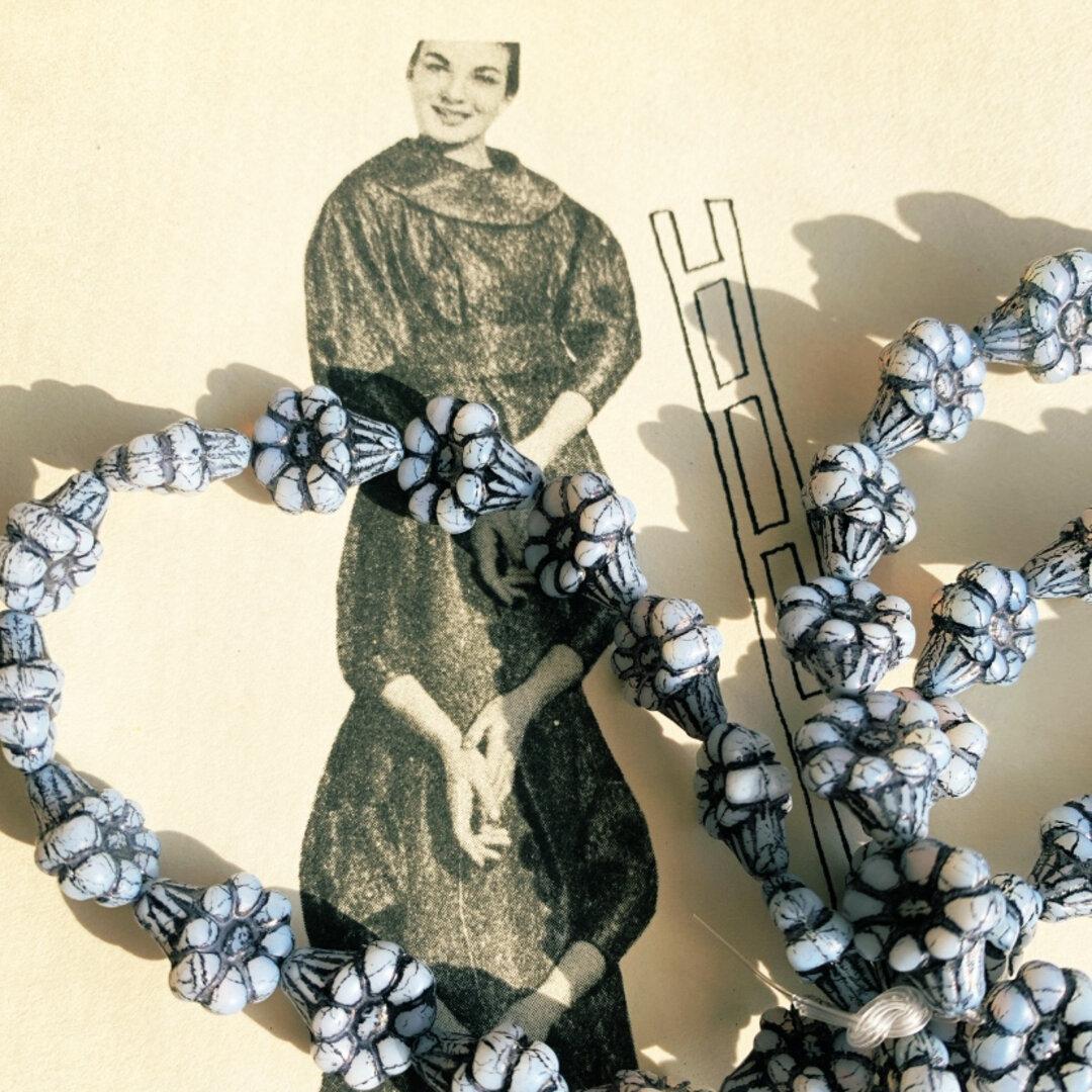 【10コセット】JIRI*IVANA#czech beads#チェコビーズ flower13✖️11㎜ white白濁色/black