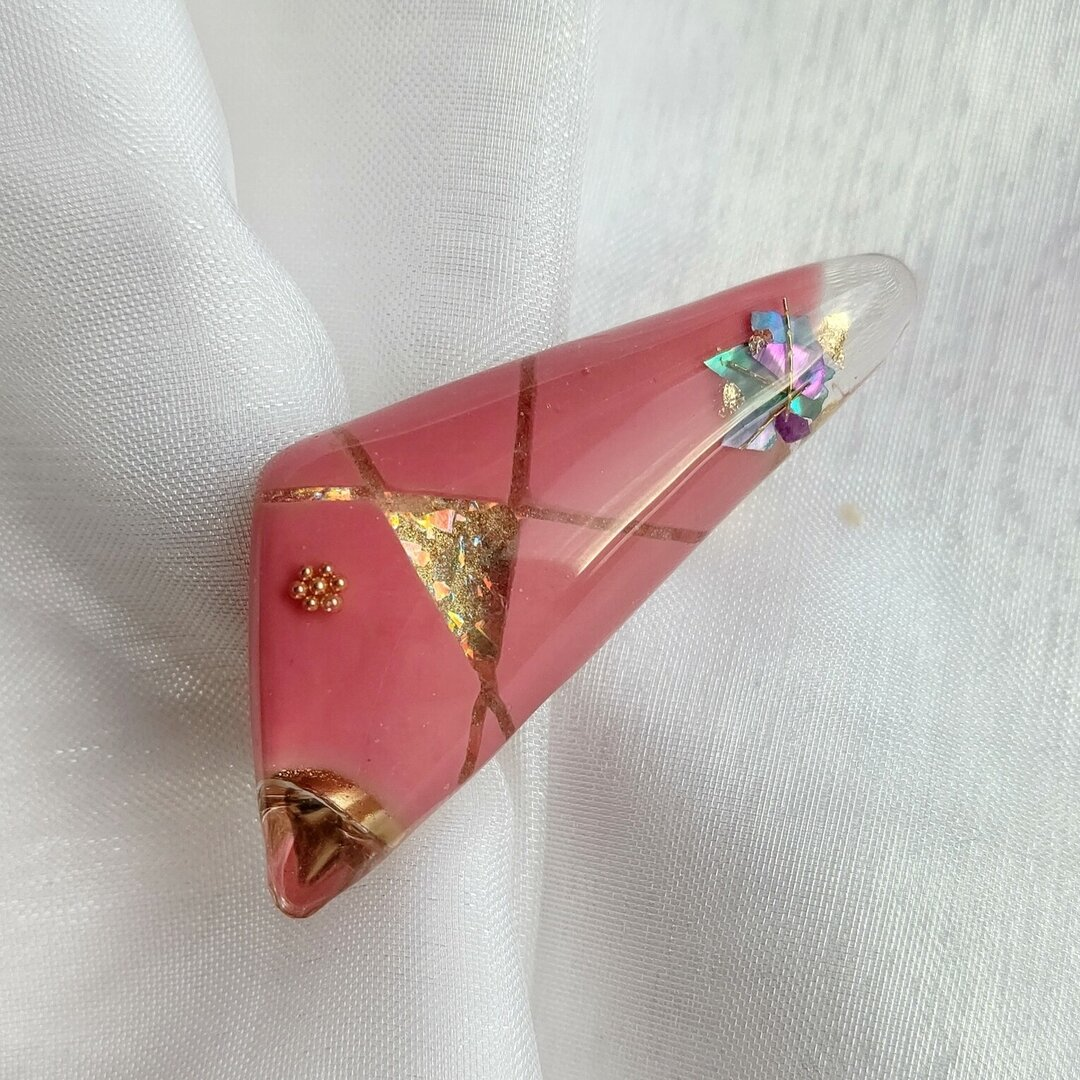 ❮一点物❯コーラルピンクのブローチ