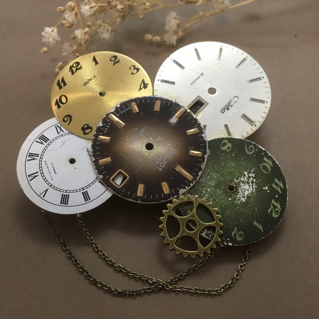 時計の文字盤ブローチ