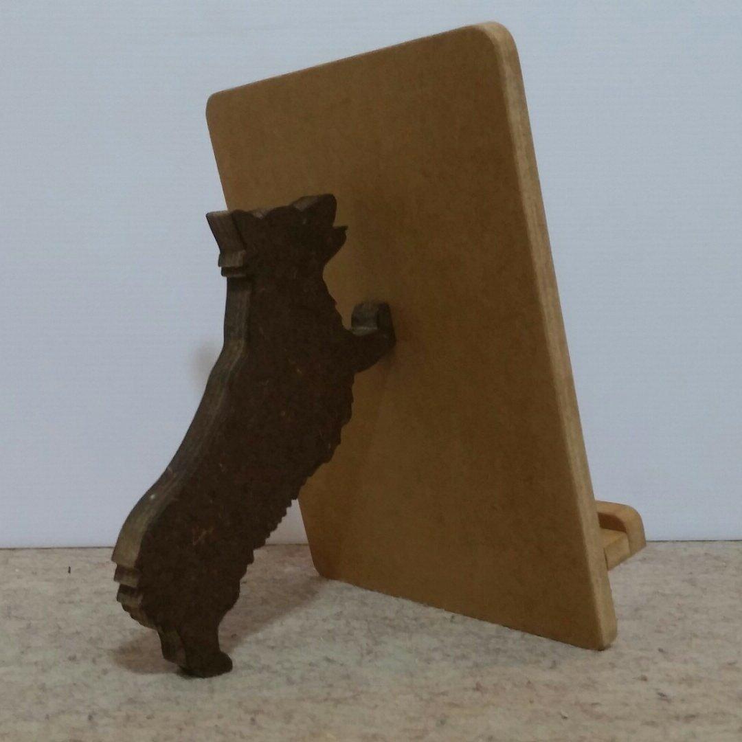 犬が支えるiPadスタンド☆犬種が選べます☆色見本から色を選べます