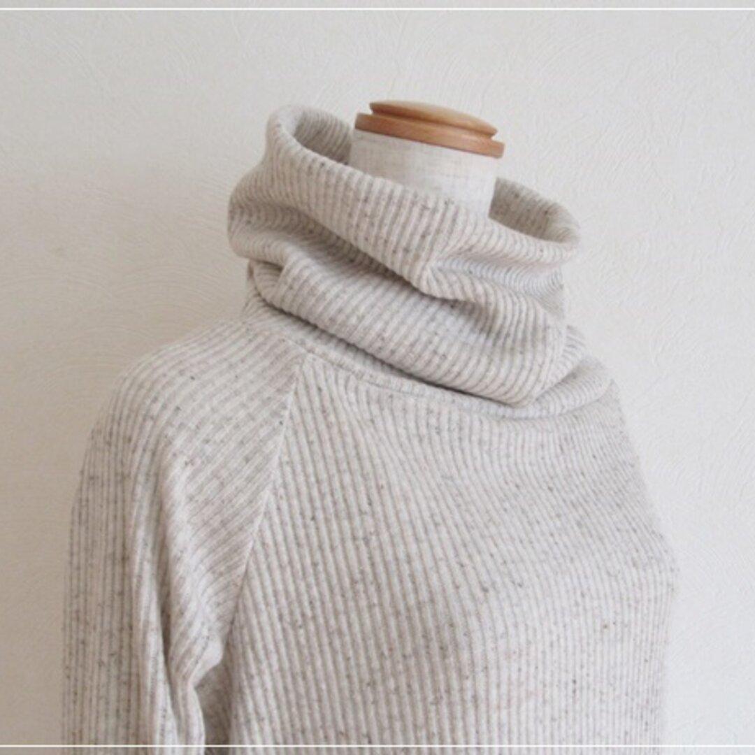ベージュ* ざっくりスヌードタートルネックセーター