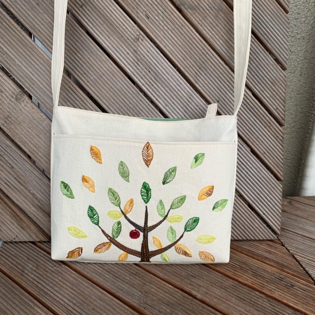 林檎の木のサコッシュ