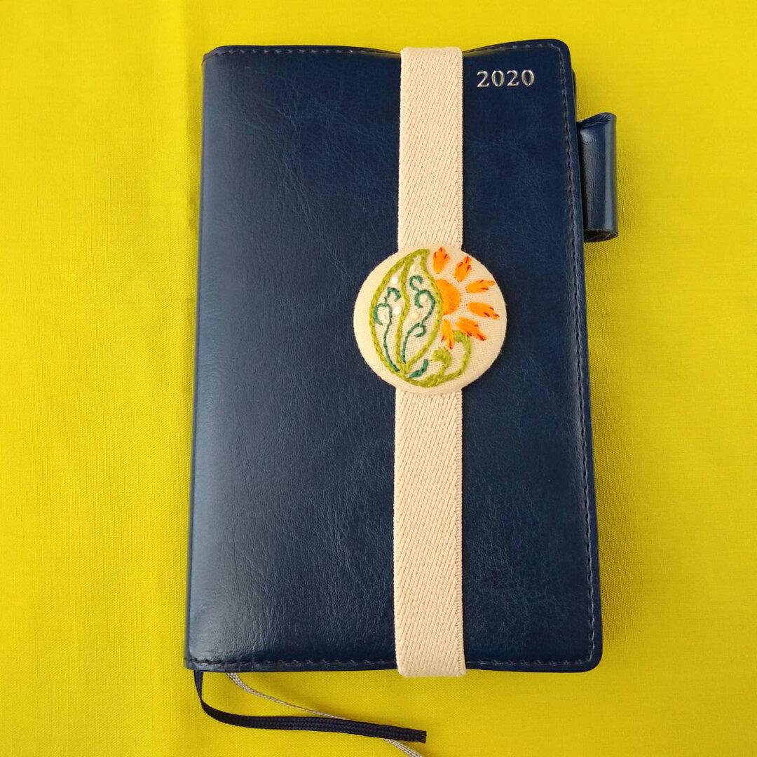 刺繍ブックバンド◆太陽と葉◆くるみボタン