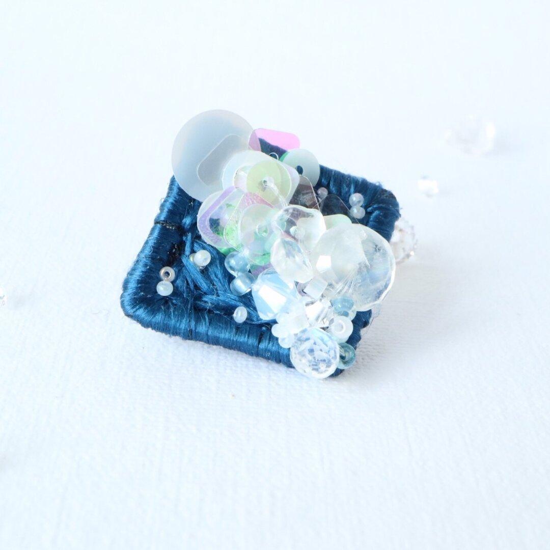 【受注販売】シルクとスパンコールの刺繍ブローチ(あまのがわ)