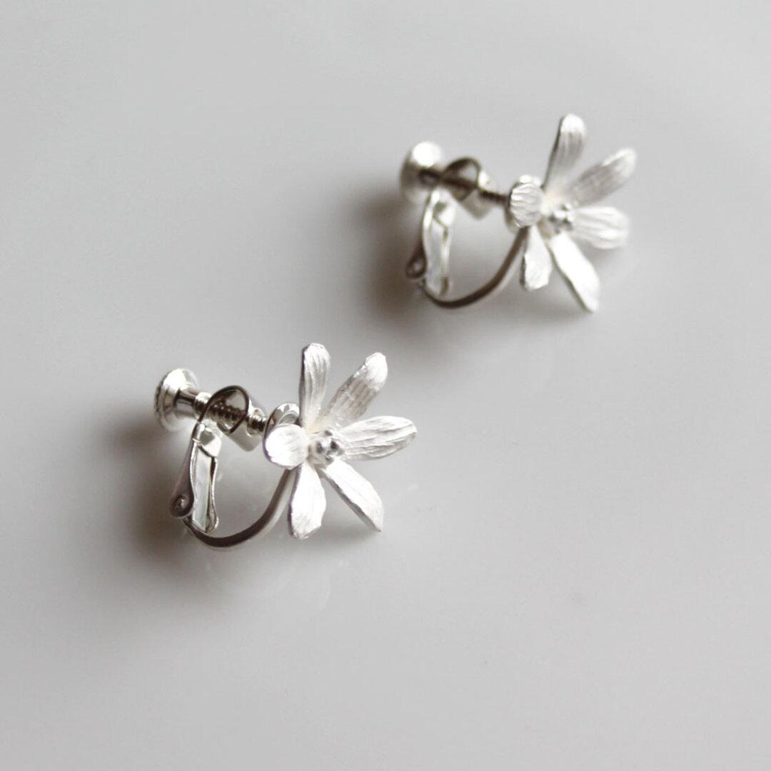 sv925 - 6枚の花びらのイヤリング