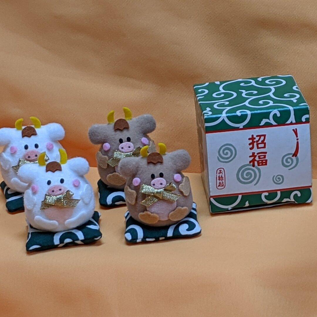 ☆2021年干支マスコット丑(ウシ)ホワイト・ベージュ2色☆座布団おすわり4個セット☆