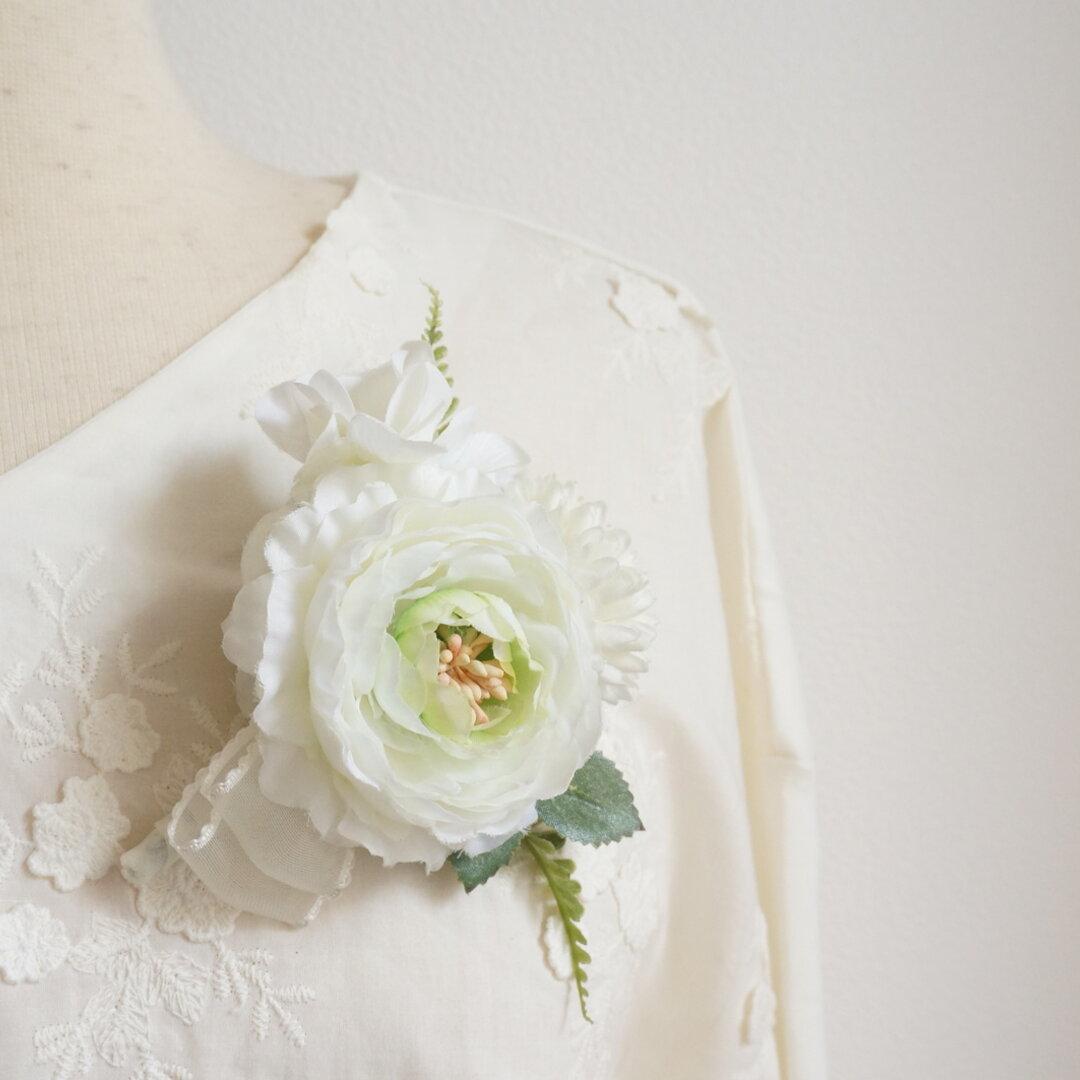 白のラナンキュラスお花のコサージュ