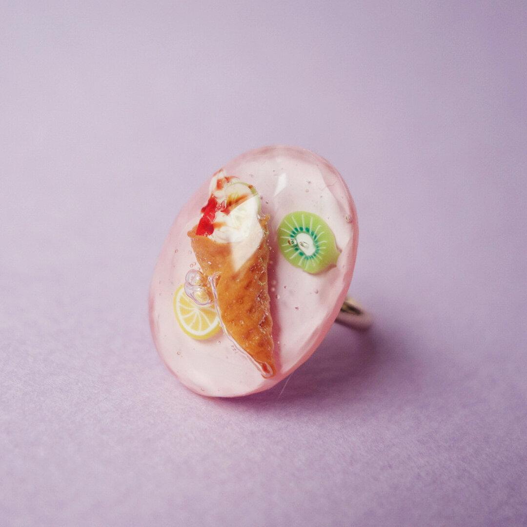 フルーツたっぷりワッフルソフトクリームのリング no.3 [マグネット・根付・イヤホン変更可]
