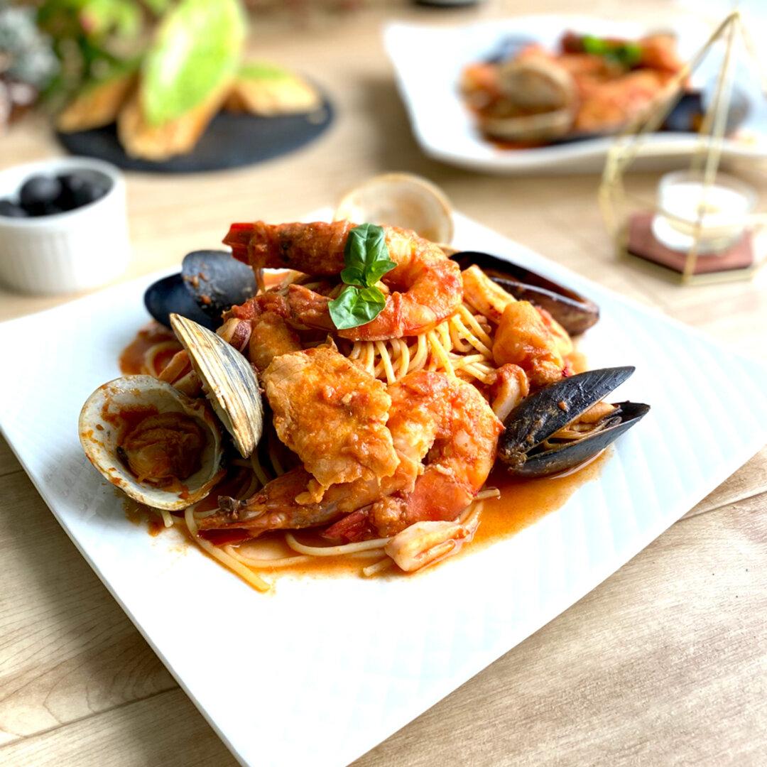 【パスタソース】イタリア産トマトで仕上げた、海の幸のペスカトーレロッソ
