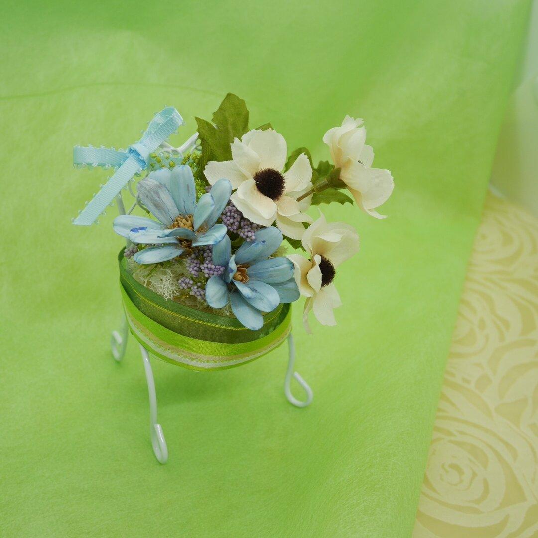 Mina 小さな椅子シリーズ「白いアネモネ」
