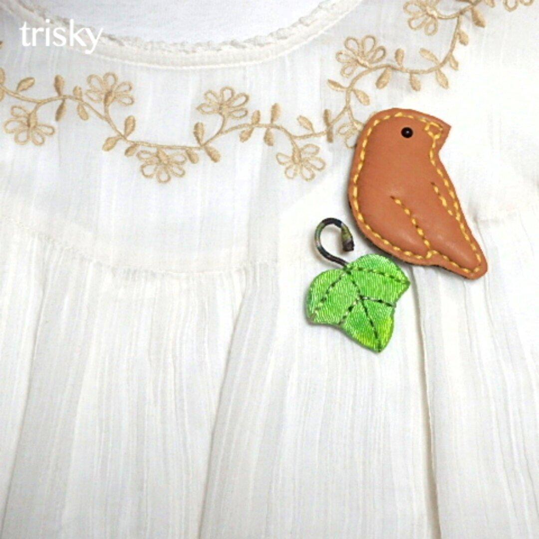 鳥(革)とツタ(ちりめん)のブローチセット