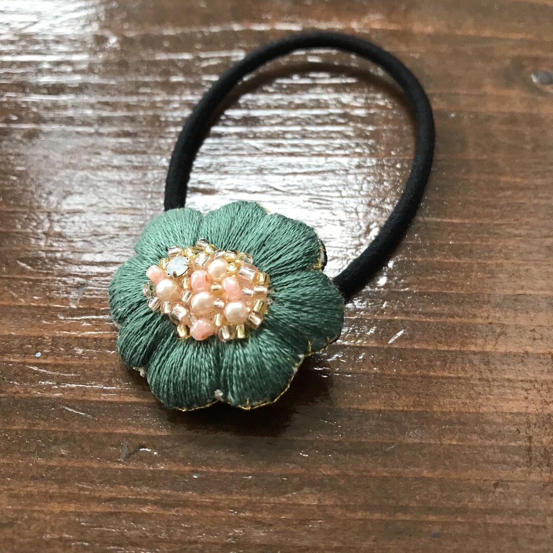 ぷっくり!秋色のお花刺繍ヘアゴム