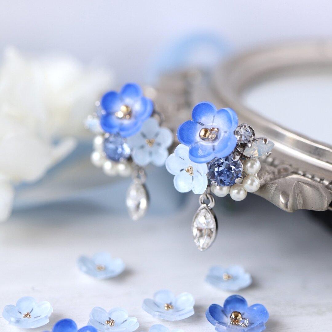 ネモフィラとスワロフスキーbijouのピアス/イヤリング  ブルー、青、水色