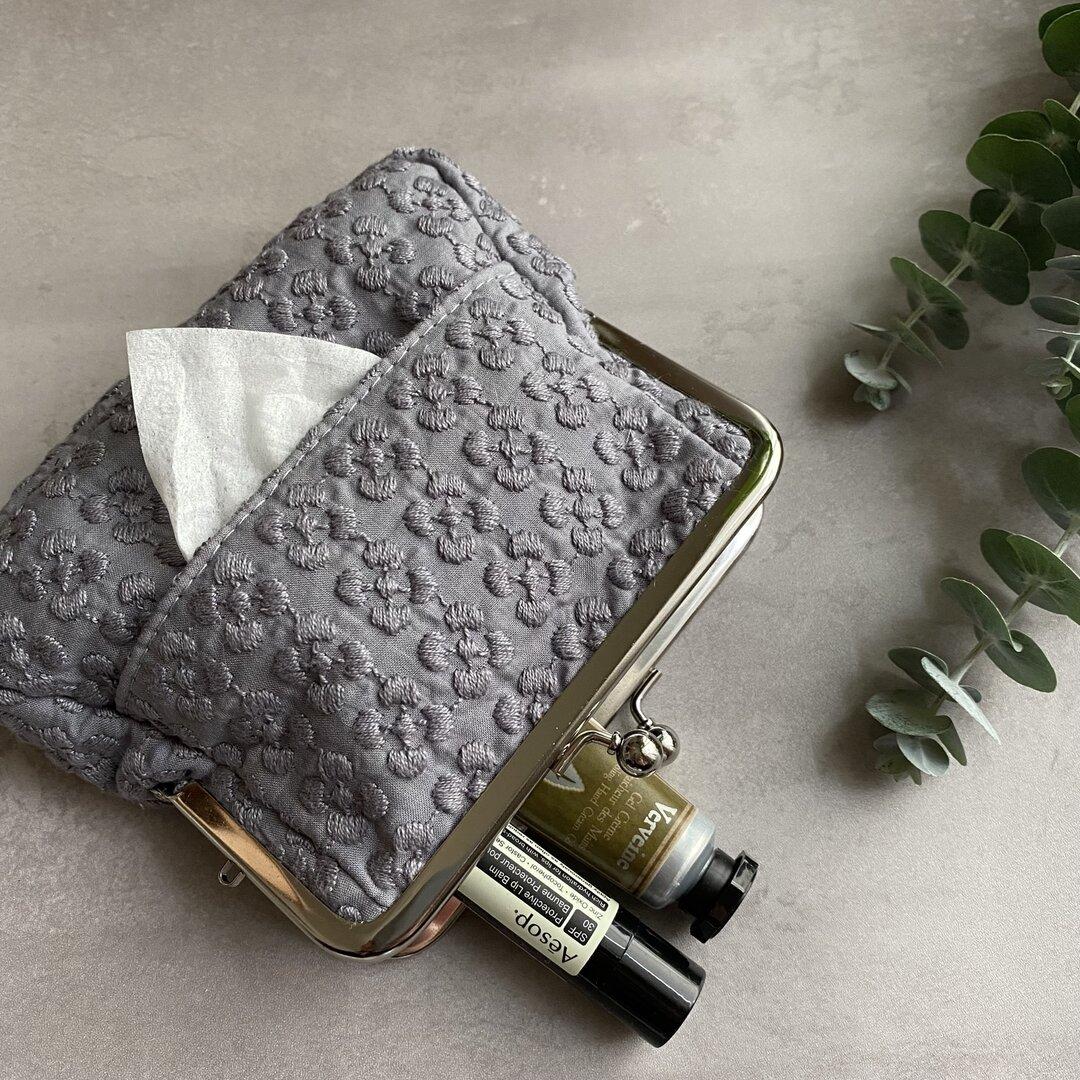 ぷっくりミニ刺繍 グレー ティッシュがま口 刺繍ポーチ ティッシュポーチ