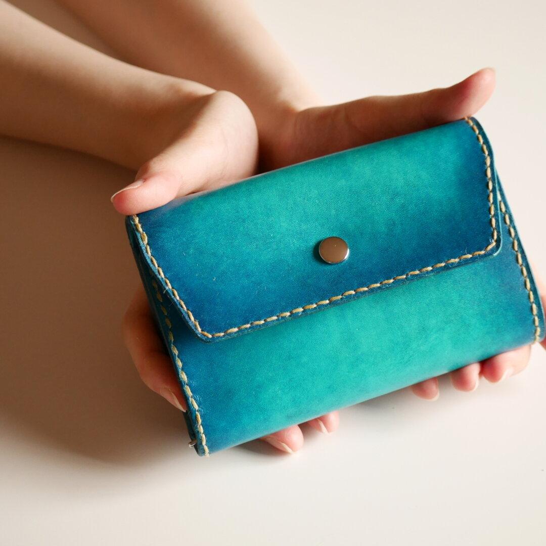 【手縫い】シンプル三つ折り財布 ヌメ革 青 ブルー 【海の色】