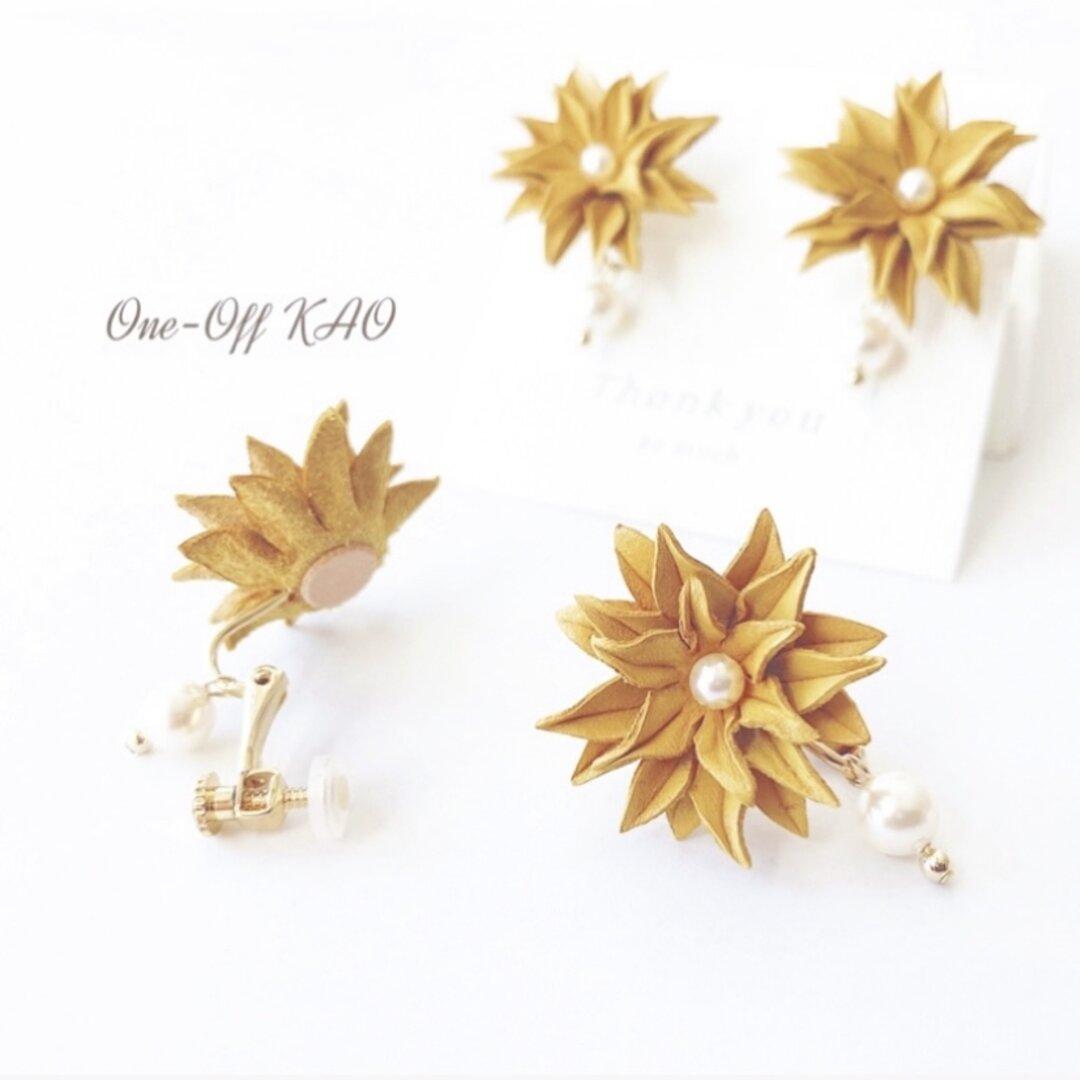 菊【淡黄】パールが揺れる革花イヤリング