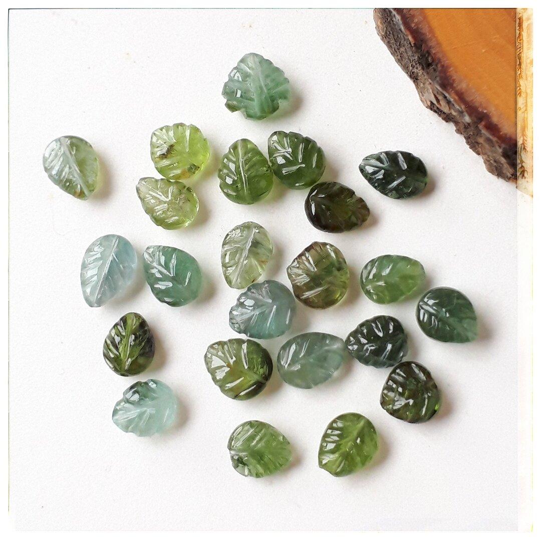 ∴天然石ビーズ∵小さなリーフ彫刻トルマリン(グリーン) 1個