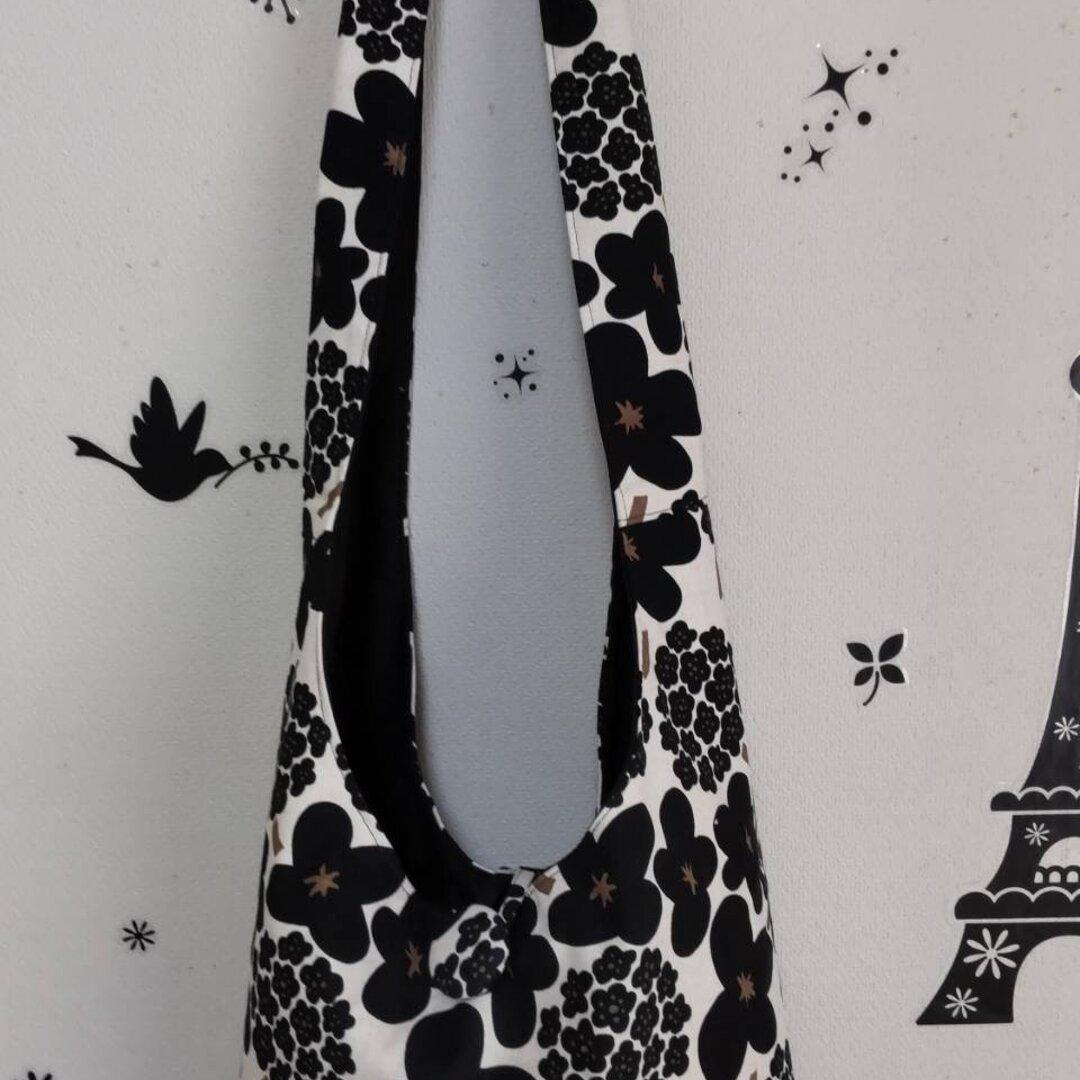 黒い花柄のシックな斜めがけバッグ☆
