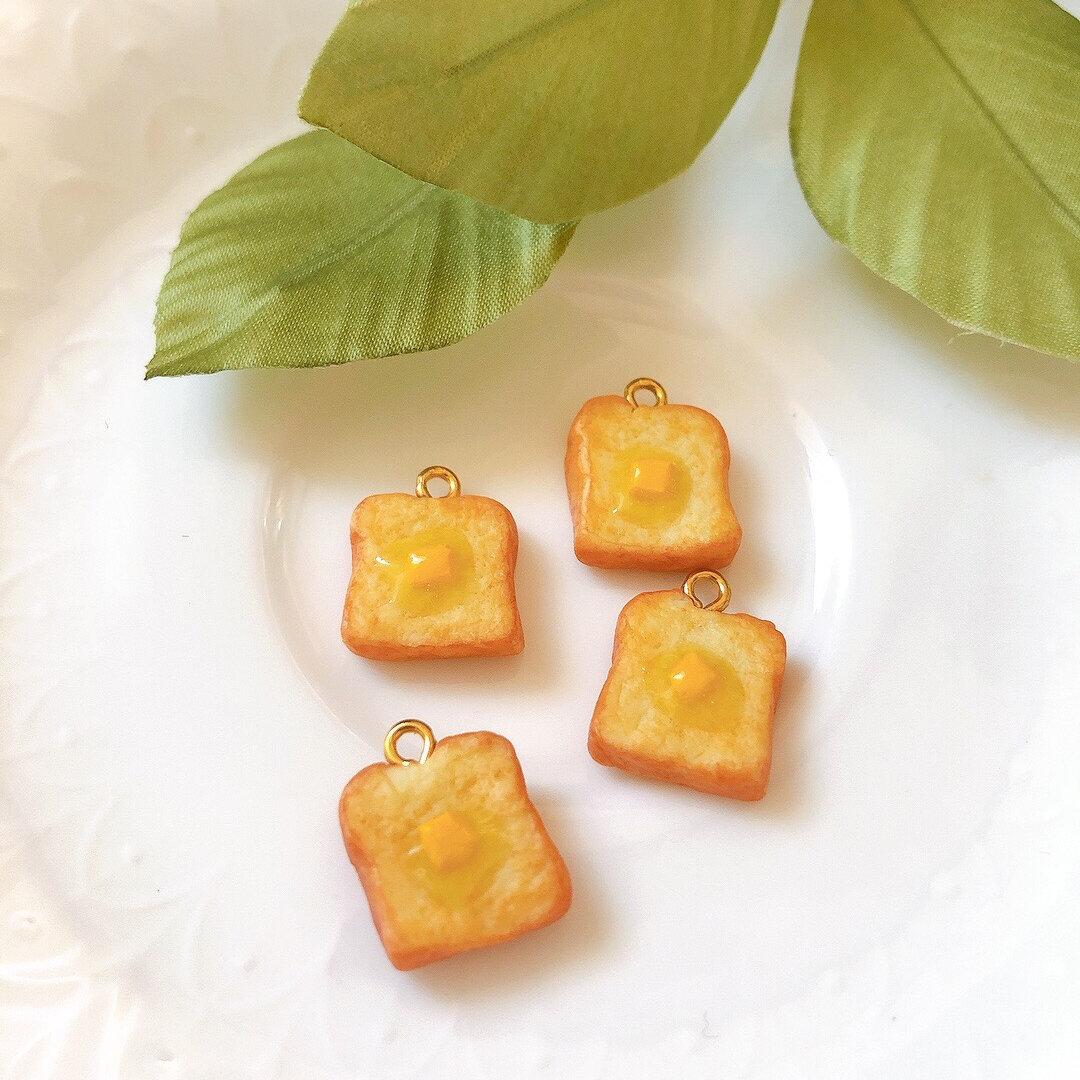 ミニチュアとろけたバターとこんがりトースト    ピアス/イヤリング