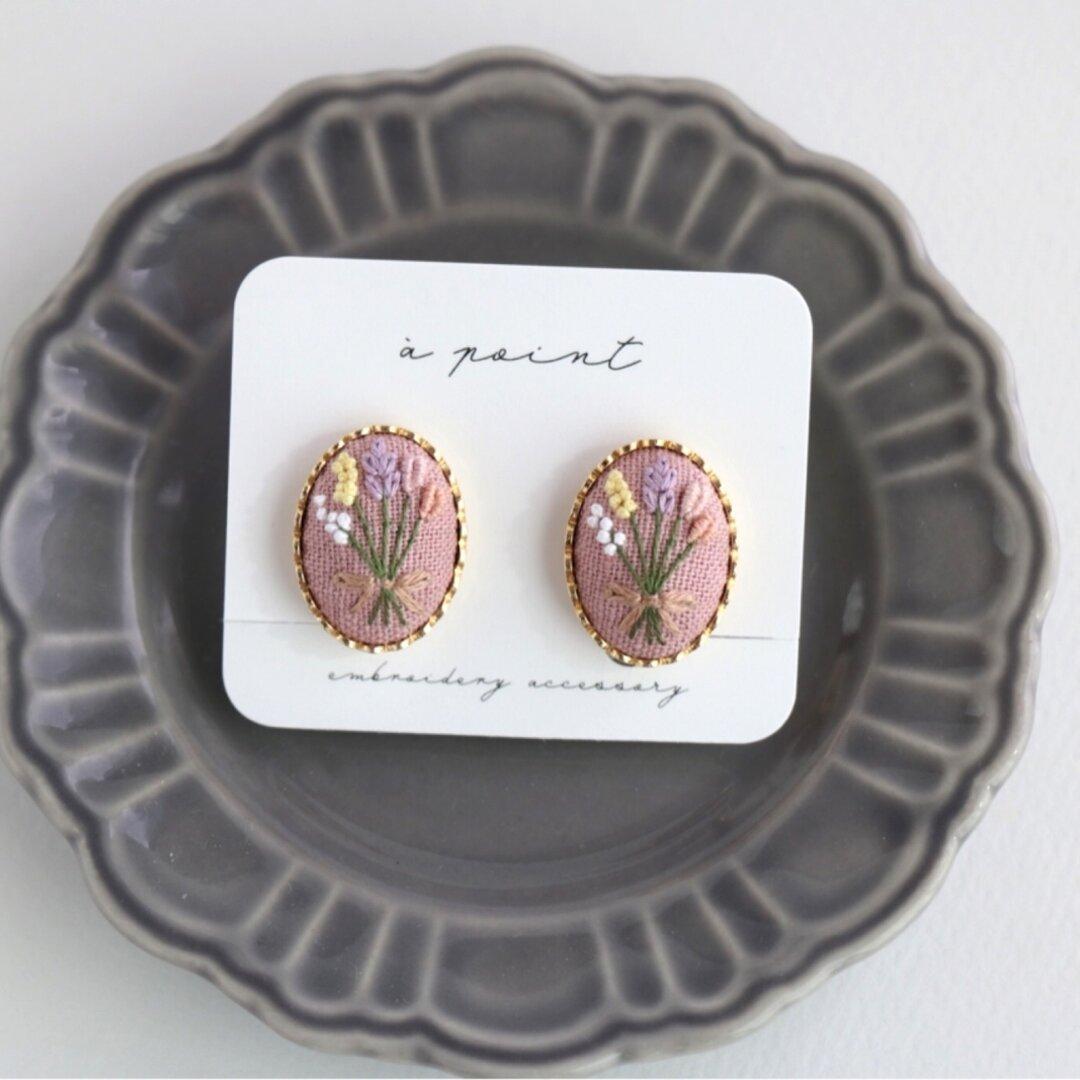 花束刺繍のイヤリング(ストロベリー)